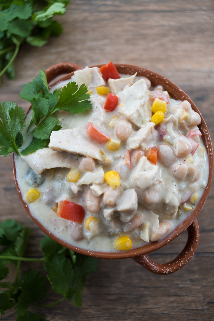 Chase the winter chills away with easy White Chicken Chili! | www.therecipewench.com